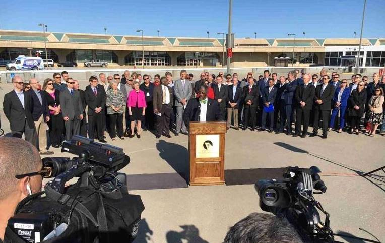 Latest KCI Photo Op Yields More Questions